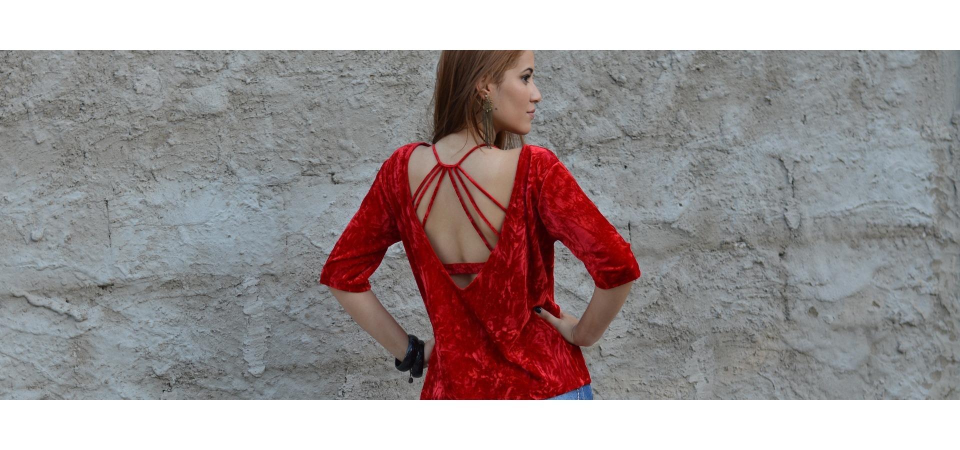 Blusa veludo max decote costas-Vermelho