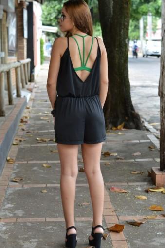 Macacão curto max decote costas-Preto