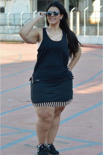 Saia short plus size com recortes-Preto/Branco